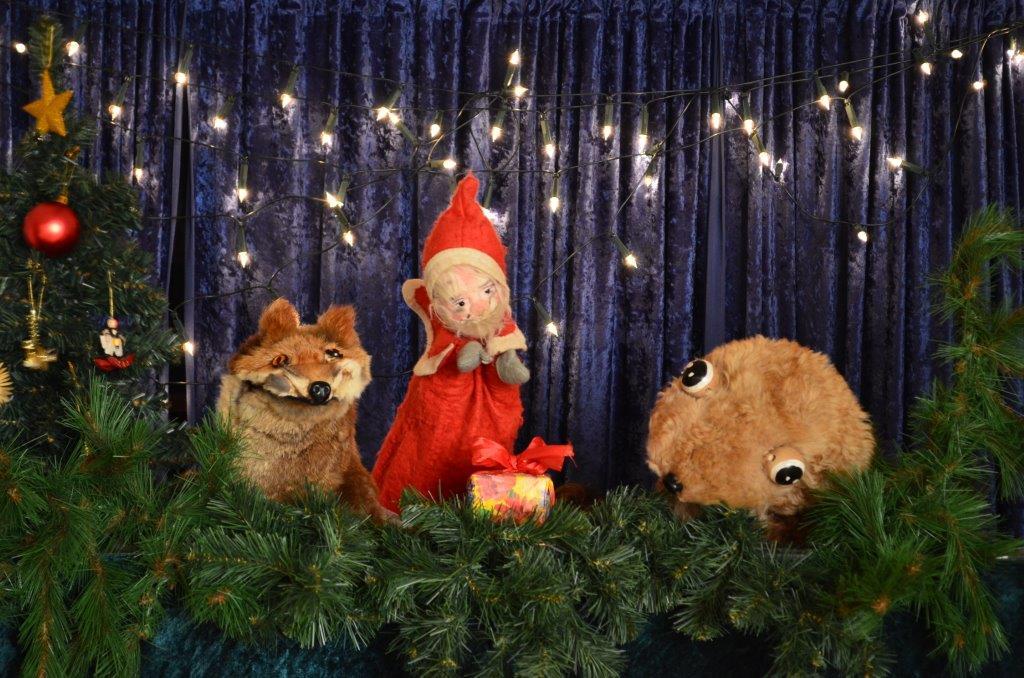Frechdachs im Weihnachtswald